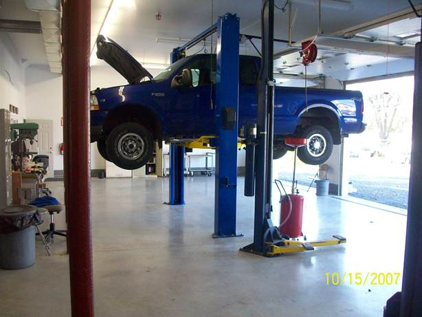 Shadetree garage the place to do it yourself welcome to our do it yourself auto repair shop solutioingenieria Images